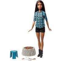 Barbie na biwaku płonące ognisko