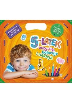 5-latek uczy się, koloruje i nakleja