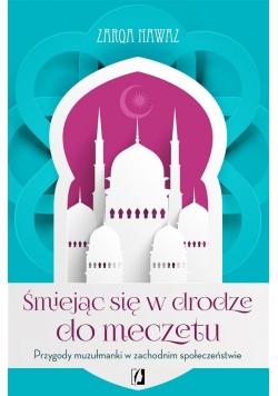 Śmiejąc się w drodze do meczetu