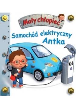 Mały chłopiec. Samochód elektryczny Antka
